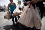 Запрет на пластиковые пакеты в магазинах Чикаго вступит в силу уже в августе 2015